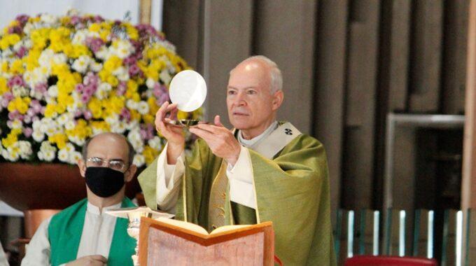 El Arzobispo Carlos Aguiar Preside La Misa Dominical. Foto: Basílica De Guadalupe/Cortesía