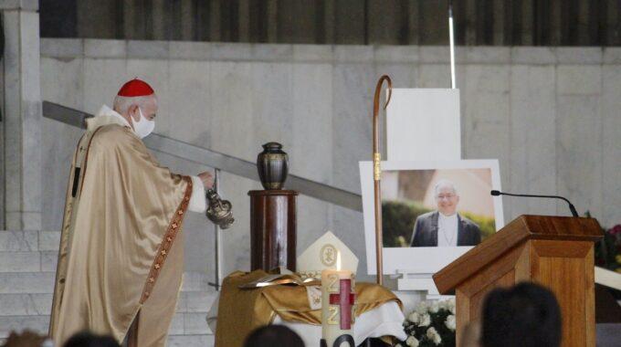 El Cardenal Aguiar Dio El último Adiós A Las Cenizas De Monseñor Daniel Rivera, Tras Bendecir La Urna Y Perfumarla Con Incienso. Foto: Basílica De Guadalupe.