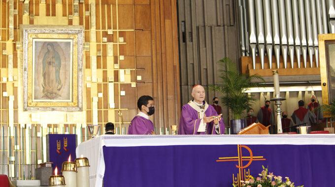 El Arzobispo Primado De México Carlos Aguiar Preside La Misa Dominical. Foto: Basílica De Guadalupe/Cortesía.