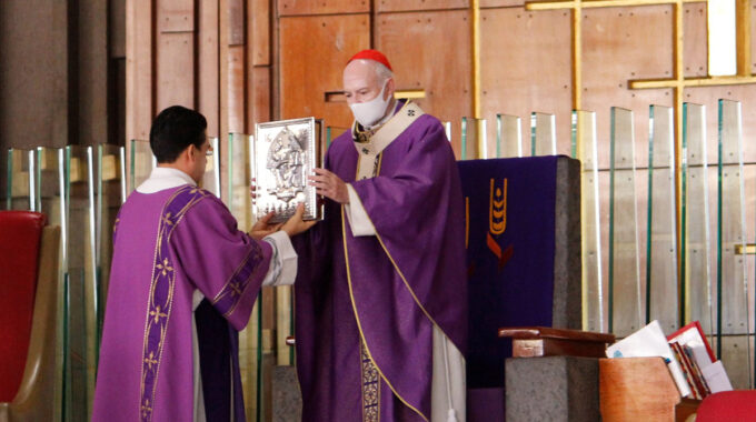 El Arzobispo Carlos Aguiar Preside La Misa Dominical. Foto: Basílica De Guadalupe.